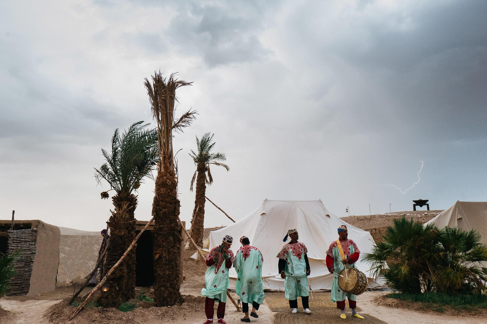 destination wedding photographer morocco marrakech desert photo photography